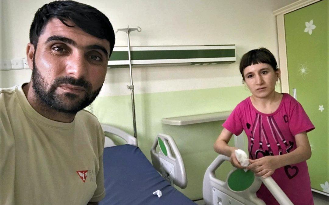jazydzki wolontariusz Orlej Straży z córką, Irak 2018.png